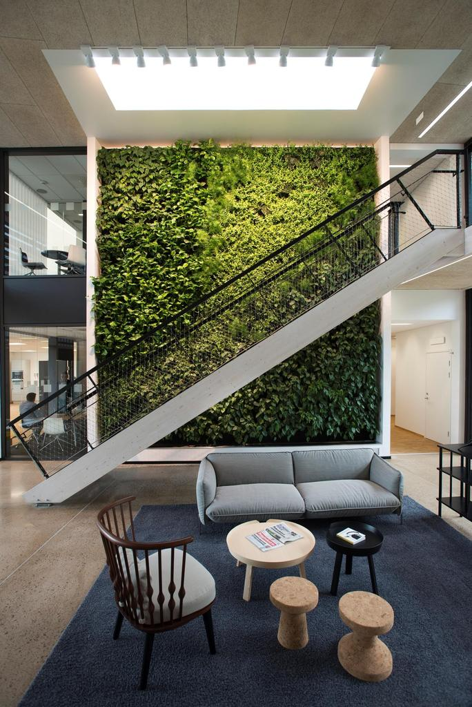 Green-Wall-in-Skanska-Office